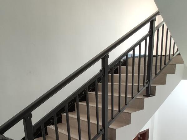 楼梯扶手特点