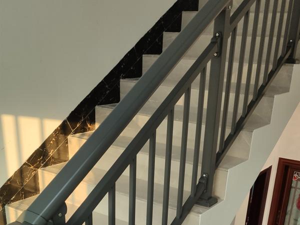 楼梯扶手选购方法与技巧