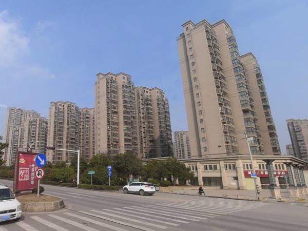 徐州城置国际花园小区阳台护栏、空调护栏案例