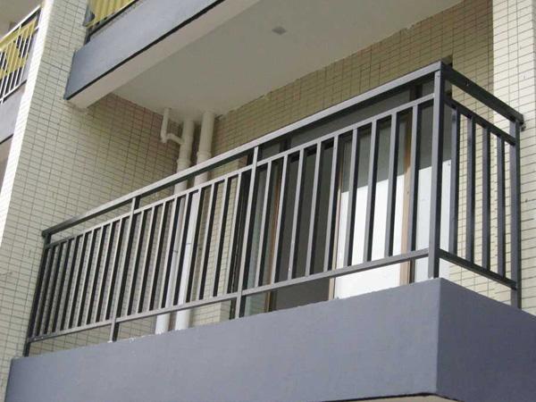 阳台护栏用什么材质好?