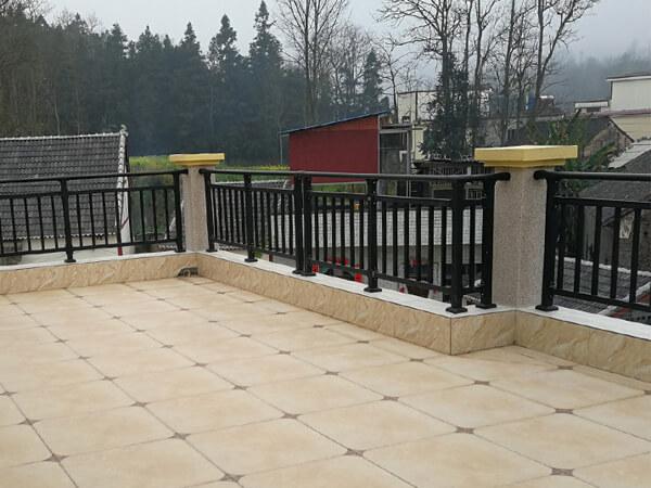 哪里可以定制阳台护栏?