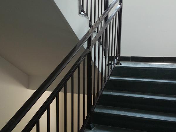 楼梯扶手用什么材质比较好?