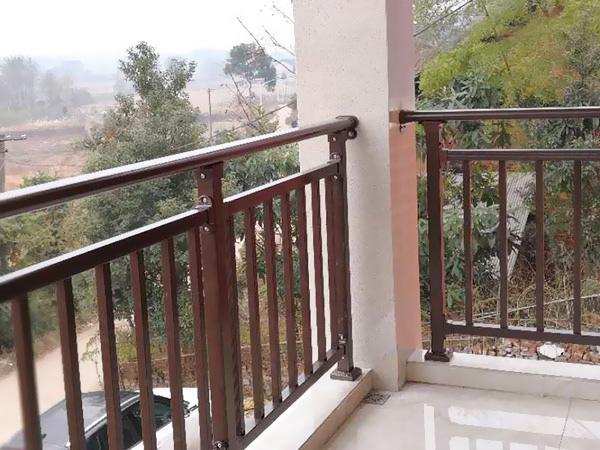阳台围栏用什么材质比较好?