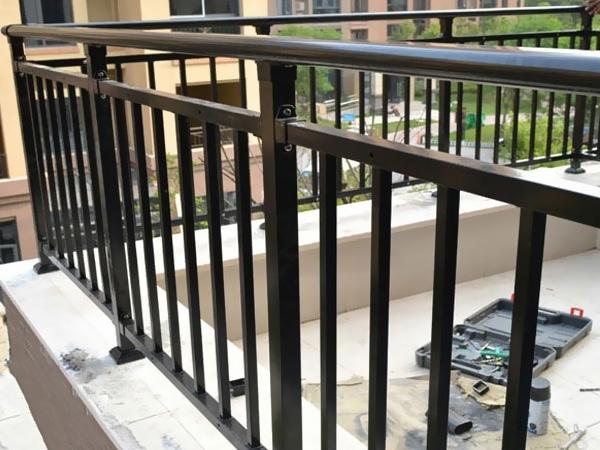 阳台围栏的材质有哪些?