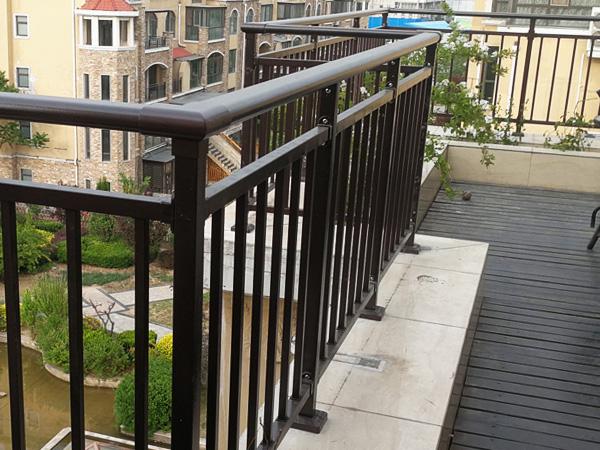 阳台栏杆用什么材质比较好?