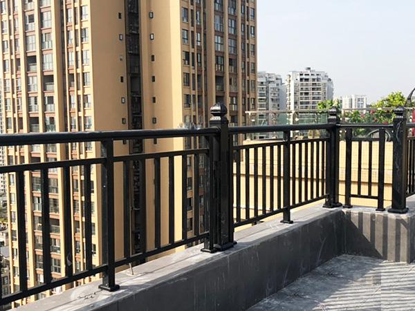阳台栏杆材质有哪些?