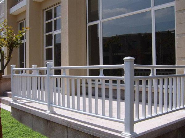 阳台栏杆高度要求是多少?