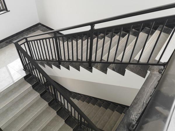 楼梯扶手多少钱一米?