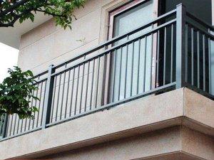 阳台围栏多少钱一米?