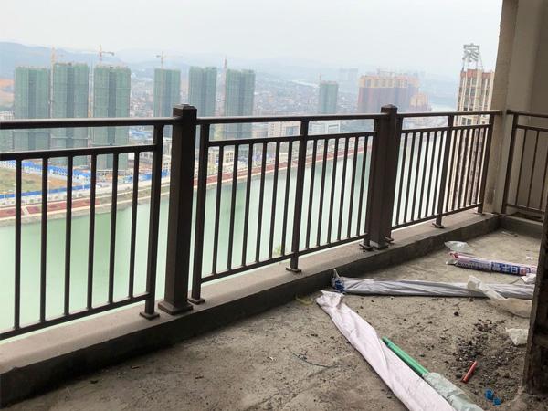 阳台护栏国家标准高度是多少?