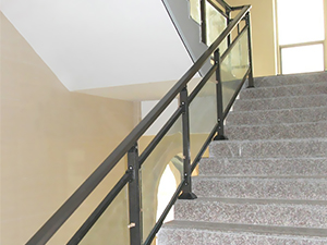 小区玻璃楼梯扶手