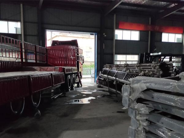 金用护栏2020年7月18日锌钢阳台护栏产品装车发货!