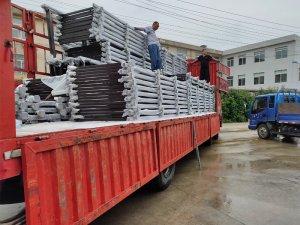 金用护栏2020年7月27日锌钢玻璃阳台护栏装车发货!