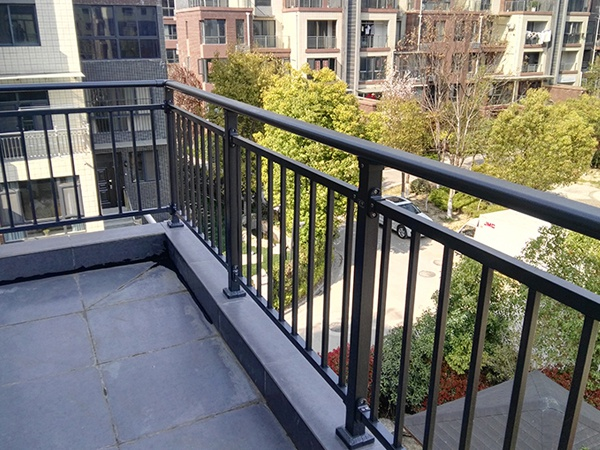 阳台护栏应用