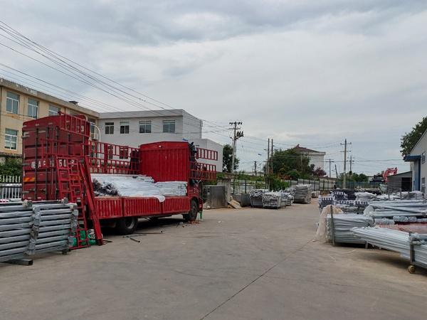 金用护栏2020年8月7日阳台玻璃护栏装车发货!