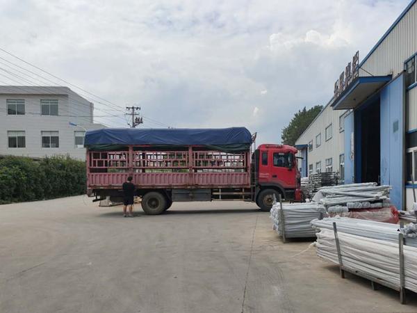 金用护栏2020年8月8日锌钢阳台护栏装车发货!
