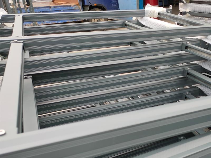 金用护栏2020年8月12日铝合金玻璃护栏装车发货!