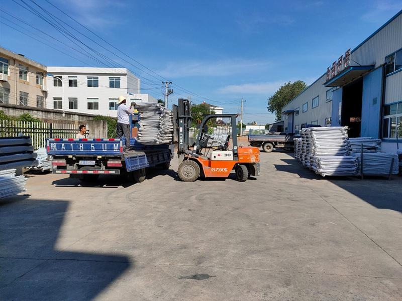 金用护栏2020年8月15日锌钢阳台护栏装车发货!
