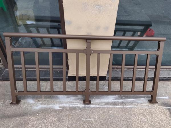 阳台护栏安装规范要求