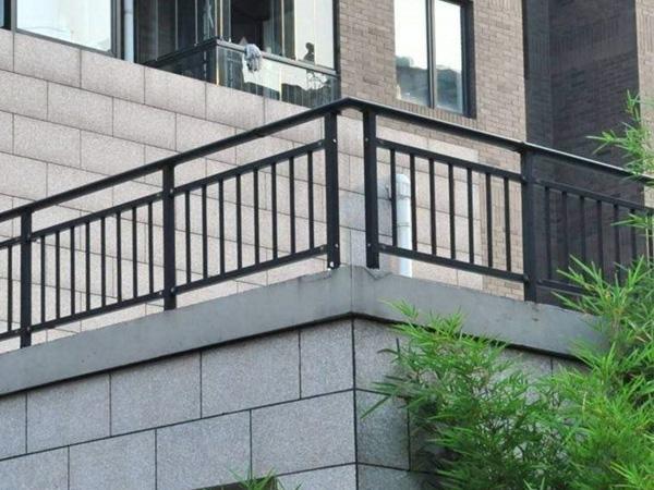 阳台护栏选购注意事项