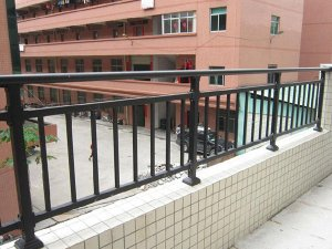 阳台护栏清洁技巧