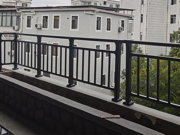 阳台护栏什么材质的最常用?