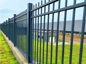 锌钢护栏和铁艺护栏谁的性价比高?看过这里你就知道了!