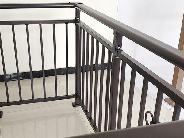 喷塑阳台护栏与喷漆阳台护栏相比有什么优势?