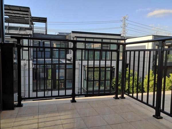锌钢阳台护栏款式
