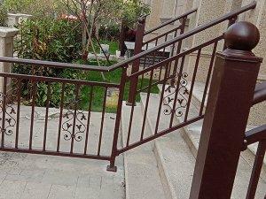 批量定制楼梯扶手,这几种材质的楼梯扶手最值得选择!