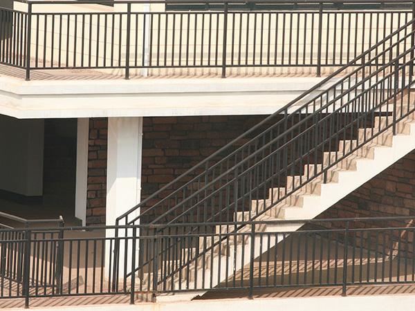 为什么不建议大家选择太便宜楼梯扶手?看过这里你就知道了!