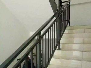 如何选择适合自己的楼梯扶手厂家,看过这里你就知道了!