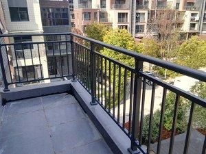 锌钢阳台护栏厂家怎么选,这三点很重要!