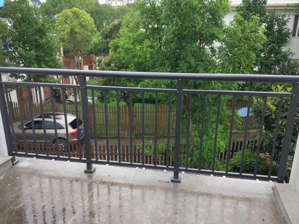 如何挑选一家好的阳台护栏厂家?这样挑最靠谱!