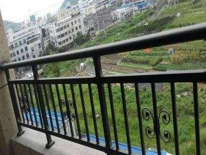 什么材料做的阳台护栏价格便宜又安全耐用?80%采购人员都选它!