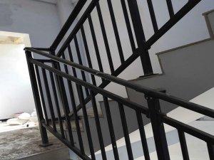 楼梯扶手是锌钢的好还是铝合金的好?
