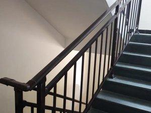 楼梯扶手厂家应该怎么选择?
