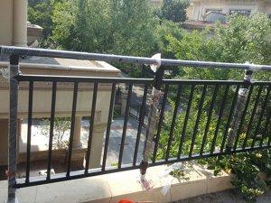 哪种阳台护栏最适合小区楼盘上使用?这种材质最合适!