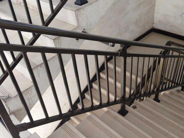 楼梯扶手一般多高合适?