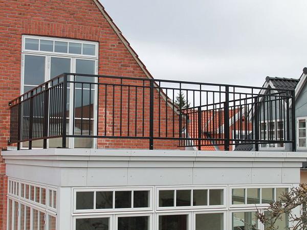 阳台护栏价格多少钱一米?