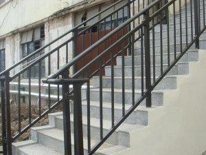 楼梯扶手提前多少天开始定制比较合适?