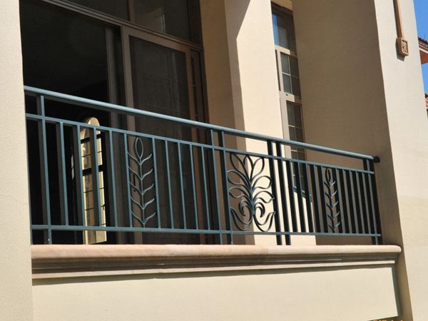 如何鉴别锌钢护栏质量的好坏?