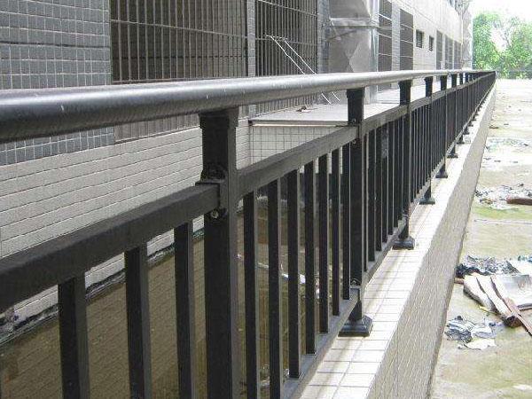锌钢护栏多少钱一平方米?