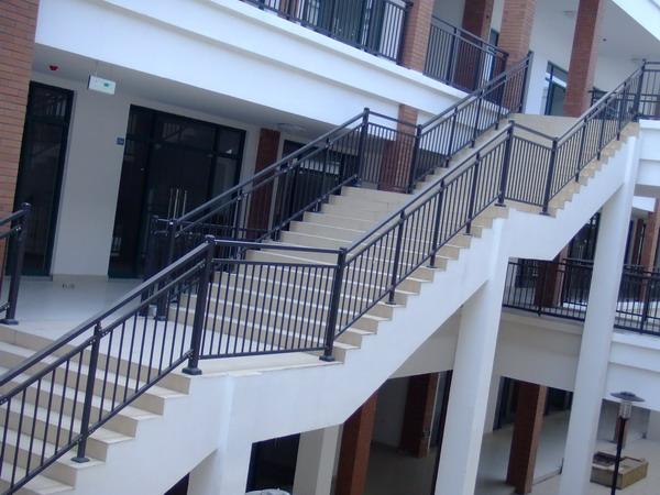 锌钢护栏定制需要注意哪些?