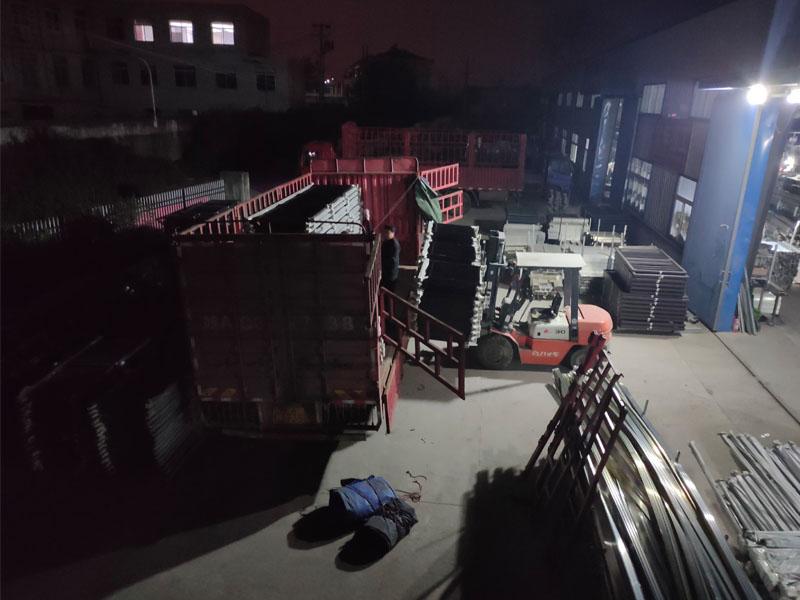金用护栏2020年12月4日锌钢阳台护栏发货!