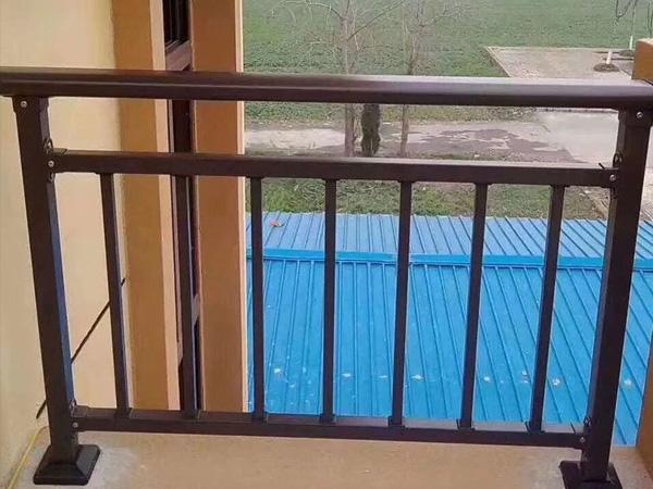 锌钢护栏和铝合金护栏哪个好?