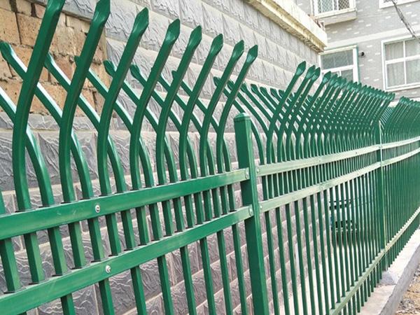 锌钢护栏厂家怎么选?