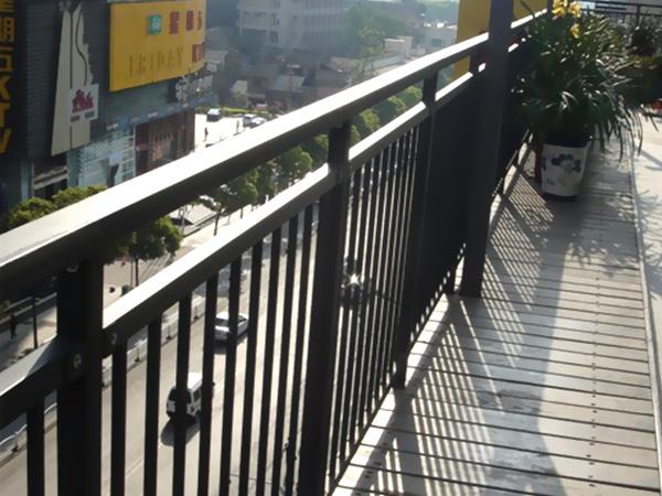 锌钢护栏好还是不锈钢护栏好?