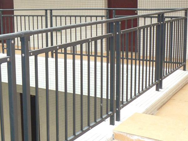 锌钢护栏一般多少钱?