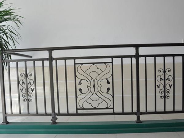锌钢护栏为什么比较耐用?